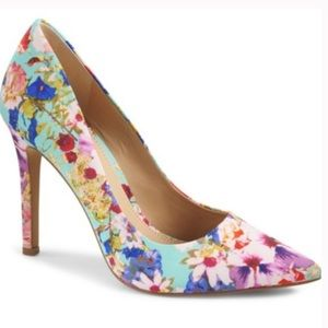 Brand New Vince Camuto Floral Pumps